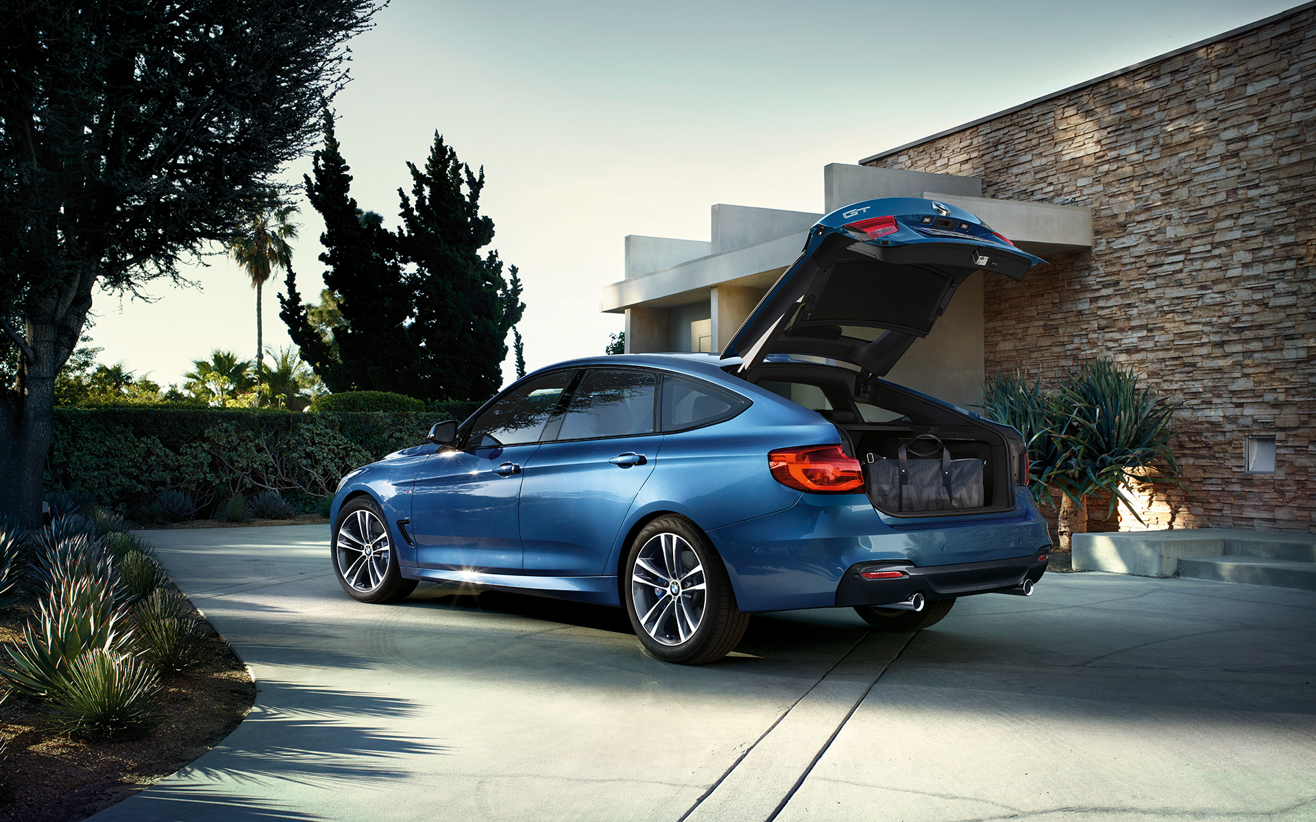 the bmw 3 series gran turismo images videos. Black Bedroom Furniture Sets. Home Design Ideas