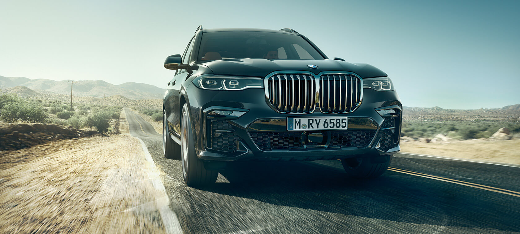 BMW X7 in front view